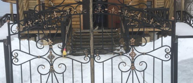В Казанской церкви с.Николаевка Дубенского благочиния установлены кованные ворота