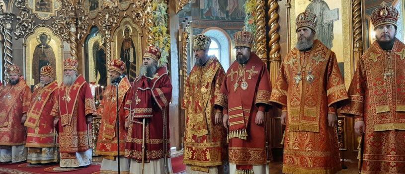 Сонм архипастырей Русской Православной Церкви совершил Божественную литургию в Серафимо-Дивеевской обители