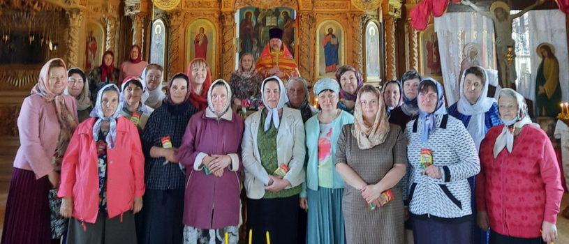 Благочинный Большеигнатовского района поздравил своих жен-мироносиц с женским Днем!