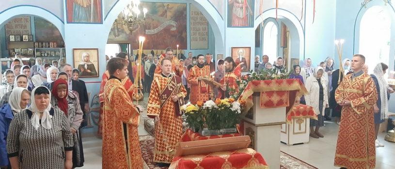 Всенощное бдение с чтением акафиста святителю Николаю Чудотворцу на Никольском архиерейском подворье п. Атяшево