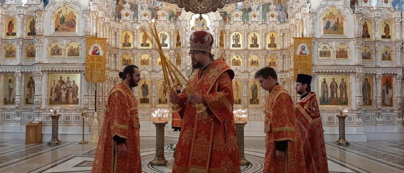 Архипастырь совершил Божественную литургию в Андреевском кафедральном соборе п. Атяшево