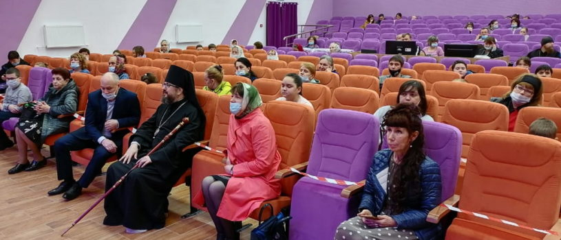 Архипастырь посетил Пасхальный концерт в Культурно-досуговом центре с.Большие Березники