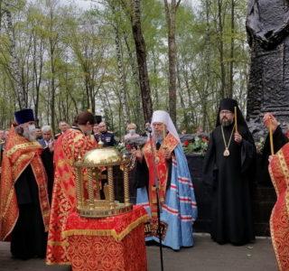 Панихида по воинам ВОВ на мемориальном кладбище г.Саранска