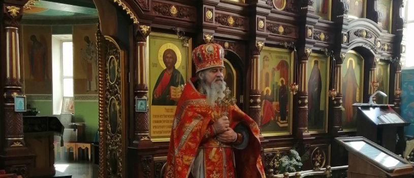 Прихожане Благовещенского прихода п.Комсомольский поздравили своего настоятеля с Днем небесного покровителя