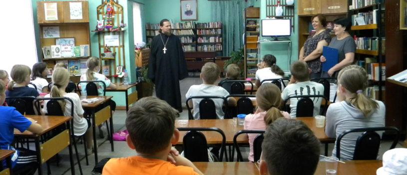В Ардатовской библиотеке прошла встреча кадетов со священнослужителем