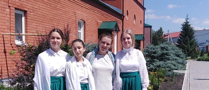 Учащиеся воскресной школы Никольского кафедрального собора приняли активное участие в праздничном богослужении Святой Троицы