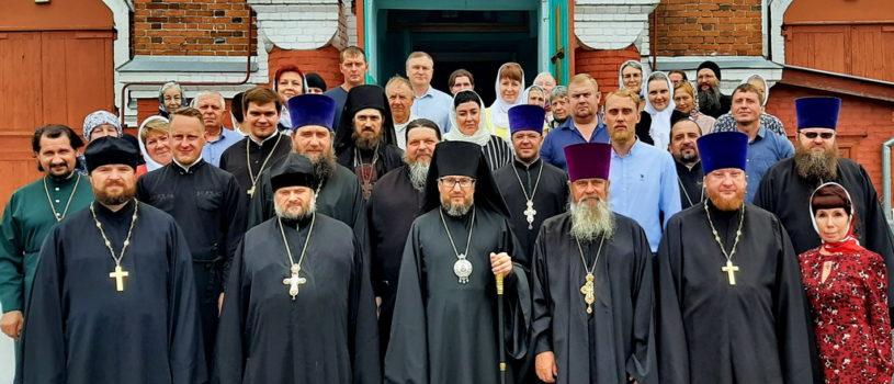 Архипастырь совершил Божественную литургию на Казанском архиерейском подворье с.Маколово Чамзинского района