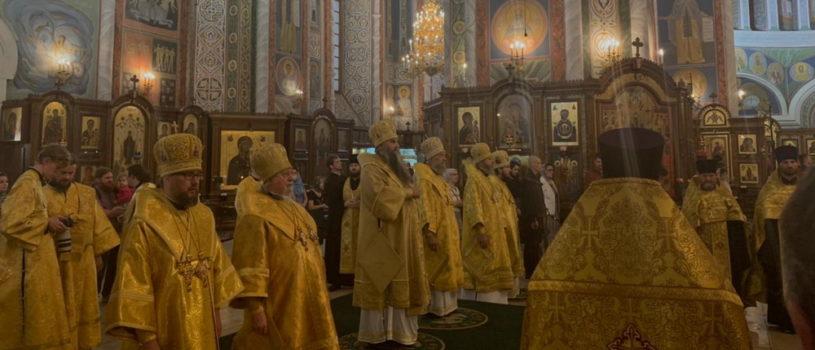 В Александро-Невском кафедральном соборе Нижнего Новгорода прошло Всенощное бдение накануне празднования 300-летия Нижегородской духовной семинарии