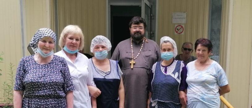 Руководитель социального отдела Ардатовской епархии с благотворительной помощью посетил Чамзинский дом престарелых