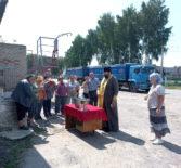 В Чамзинке началась хлебоуборочная кампания. Священнослужитель окропил святой водой хлебоприемник и новый урожай.