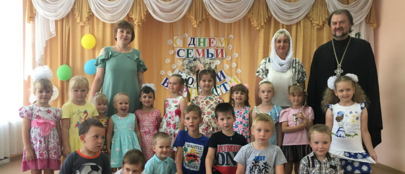 В Большеигнатовском детском саду отметили праздник Семьи , любви и верности в честь святых Петра и Февронии Муромских