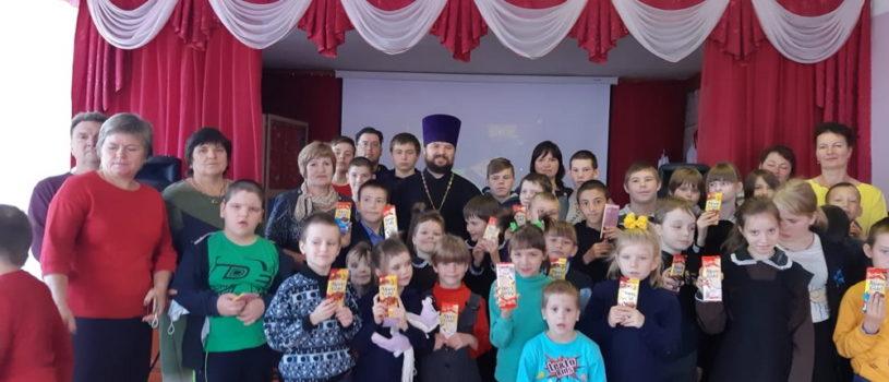 Настоятель Поводимовского прихода накануне Рождества Пресвятой Богородицы провел встречу с воспитанниками Поводимовской школы-интерната