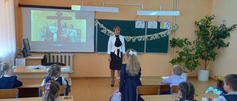 В Большеигнатовской СОШ прошёл классный час, посвящённый Крестовоздвижению и памяти мчцц. Веры, Надежды, Любови и матери их Софии