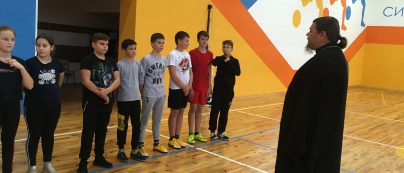 Священник поздравил воспитанников волейбольной и футбольной секций «Большеберезниковской ДЮСШ» с праздником Воздвижения Креста Господня