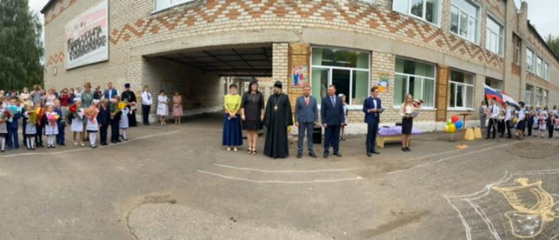 Архипастырь посетил торжественную линейку в Ардатовской ООШ