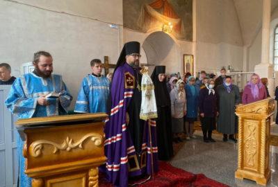 Архипастырь совершил воскресную Божественную литургию в Троицком храме с.Тургенево Ардатовского района