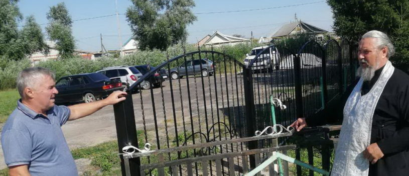 В Вознесенском приходе с.Атяшево начались ремонтные работы по замене ограды вокруг церкви